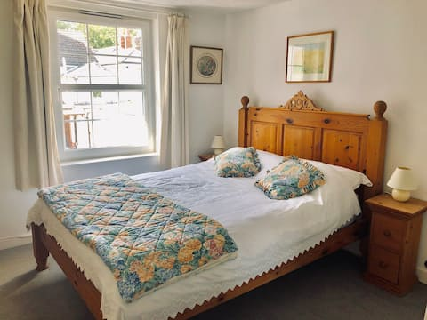Beautiful Period Cottage - close to sea and shops