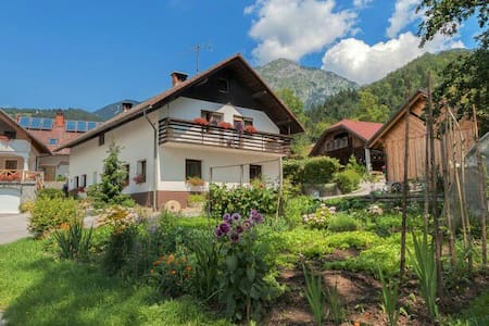 Self-catering Apt on a Working Farm - Bašelj - Bed & Breakfast
