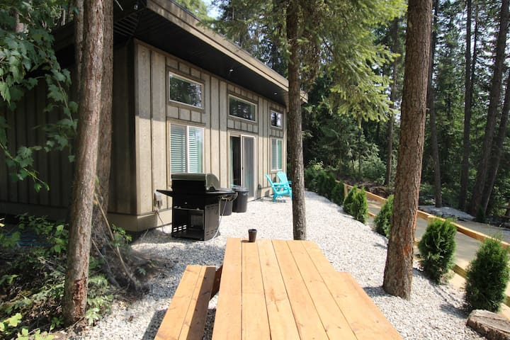 Cabin 4 called Getaway at Blind Bay Hideaway