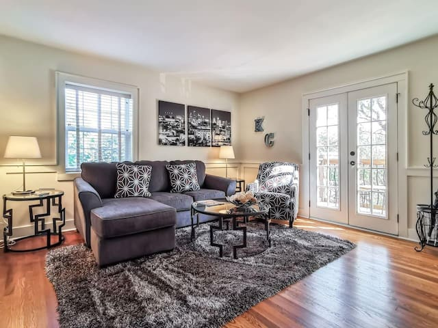 M-3N · Beautiful 1Bed-West Plaza!  Top Notch Location!  King Bed.  Private Balcony.
