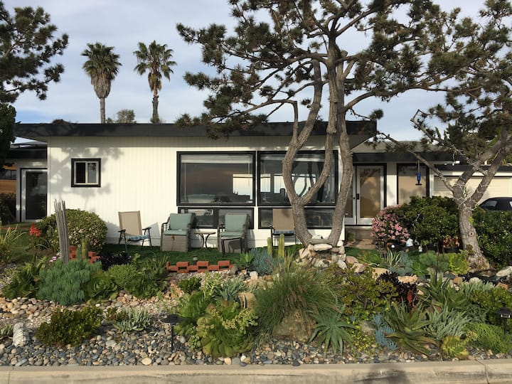 Del Mar House Walking Distance to Track
