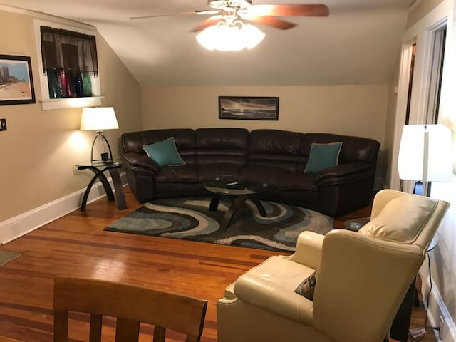 Immaculate King Bed 1/1 Full Apt Block From Beach