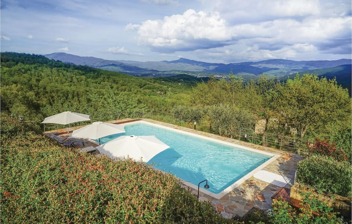 Holiday cottage with 4 bedrooms on 200m² in Poppi