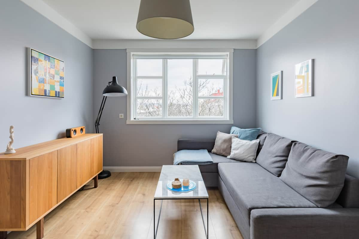 Scandi-Chic Apartment in Downtown