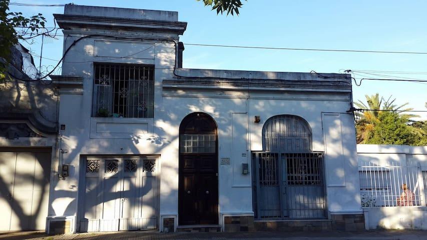Casa amplia Prado: Cuarto, Cocina/Living, Living