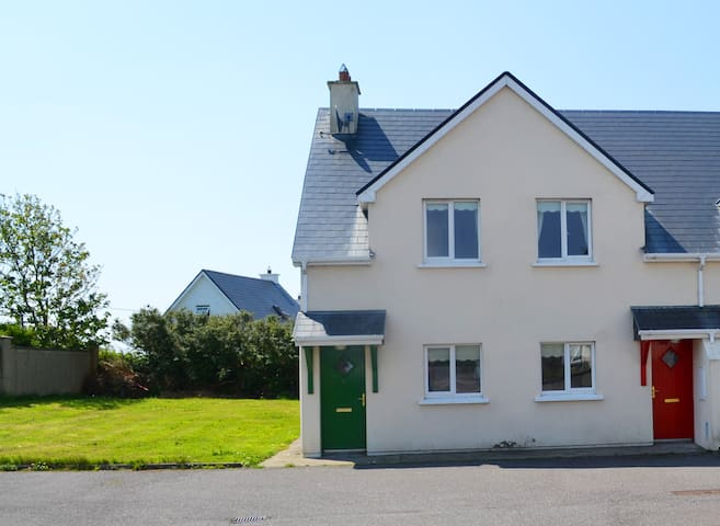 Chapelfield Luxury holiday accomodation - Ballinskelligs