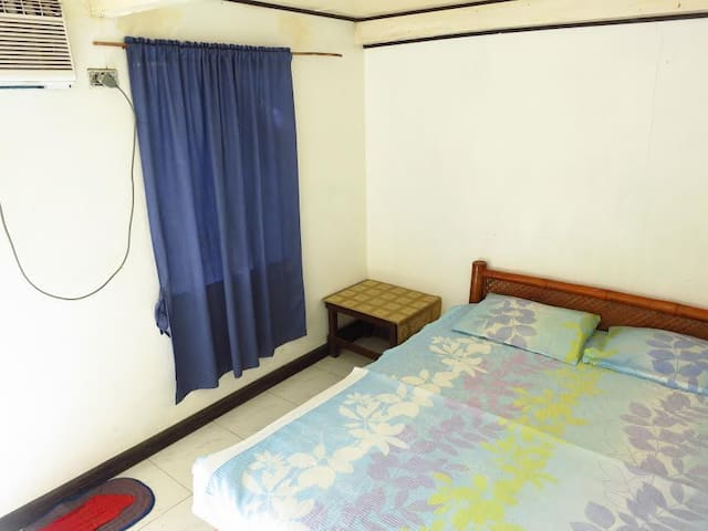 ASDC Double Aircon Room for Budget Travelers!!! - Bauan - Bed & Breakfast
