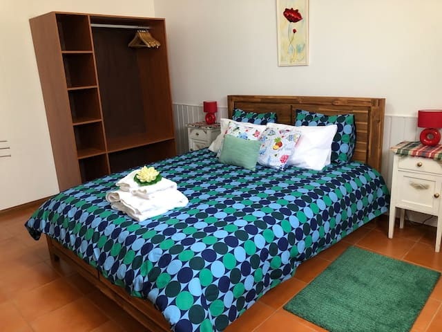 Double room KING SIZE BED 2,00 X1,60 m in Azores