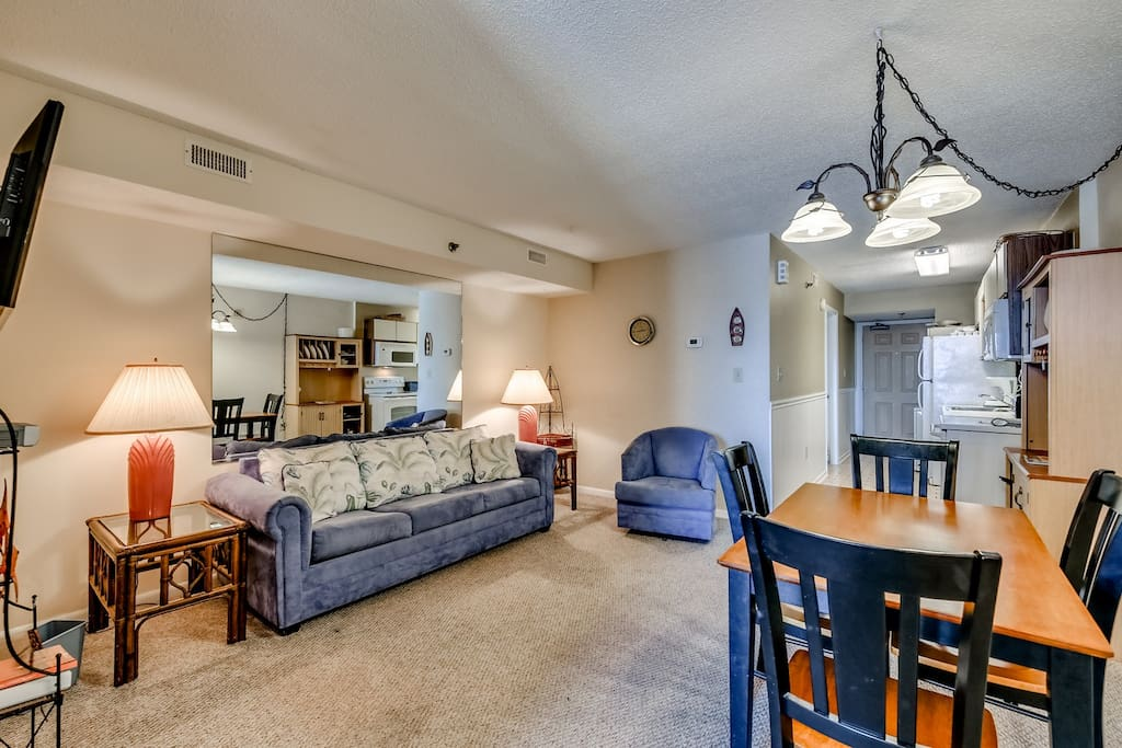 Chair,Furniture,Couch,Indoors,Room