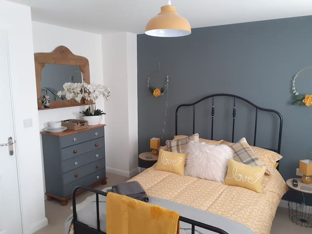 Watercolour Way Hooe Room 2