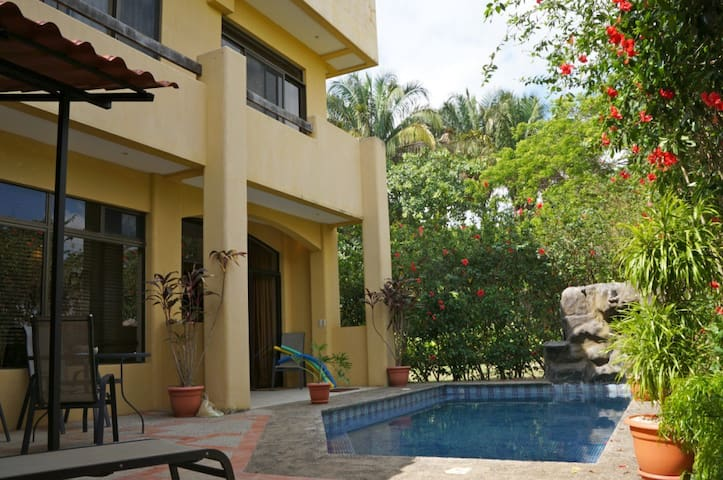CR SURF House - Beach House with Private Pool
