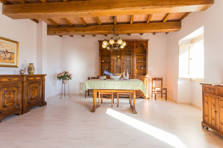 Villa Costanzi: Comfy Apartment Below The Cucco - Sigillo