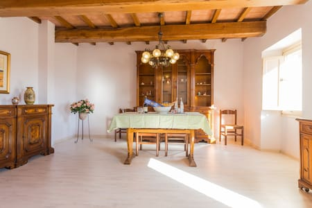 Villa Costanzi: Comfy Apartment Below The Cucco - Sigillo - 公寓
