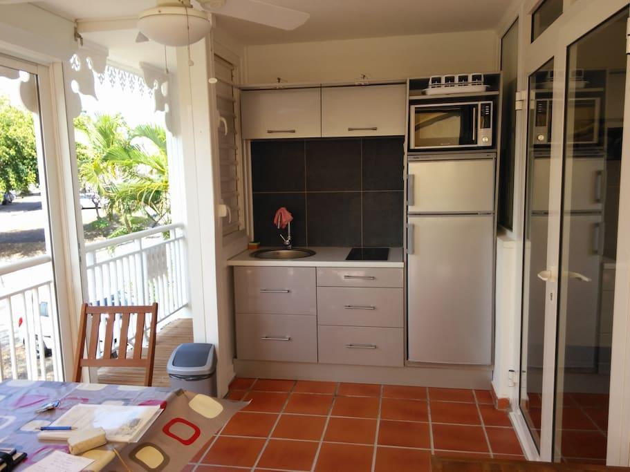 Terrasse avec cuisine équipée
