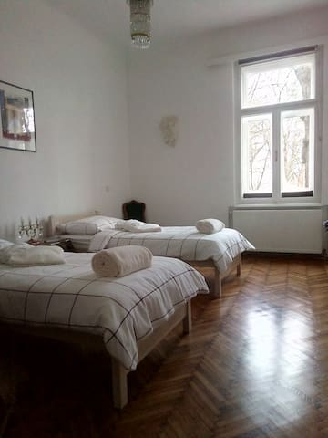 Residential room with private parking - Zagrep - Daire