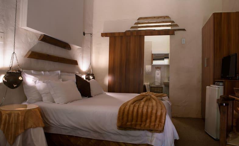 Riverbush Lodge B&B - Leopard Room