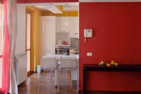 Cozy Apartment near Milano, Como and Milan Fair - Bovisio Masciago - Lägenhet