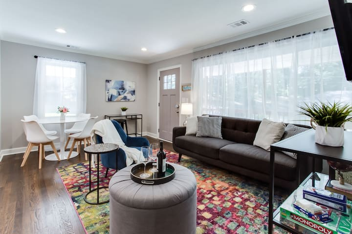 Modern + Cozy Bungalow - minutes to Braves -w/king