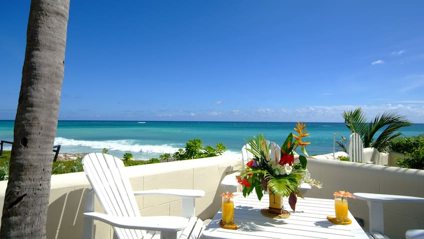 """Deluxe 1 bedr. """"Apt.A"""" right on Silver Sands Beach"""