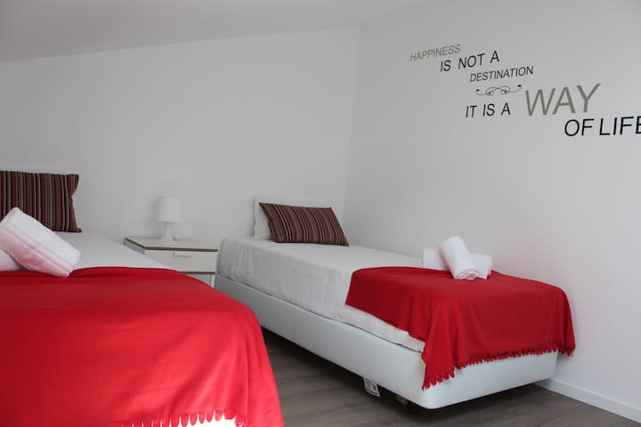 UAU! Hostel - Twin room near the sea - Figueira da Foz - Casa