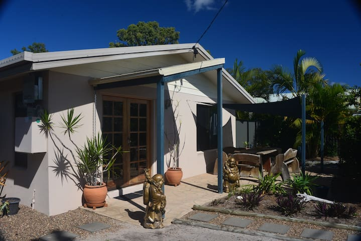 A Little PEACEFUL Beach Holiday Cottage in Toogoom
