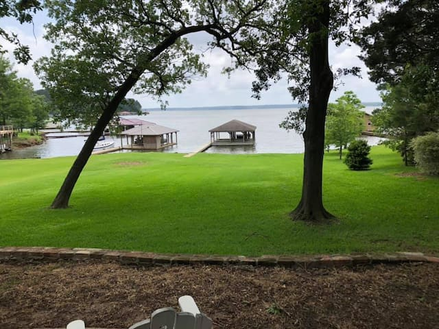 Entire Luxurious 3/3 Lake Palestine home!