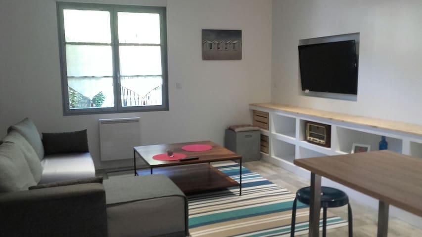 Joli appartement T3 Quartier St Esprit avec cour.