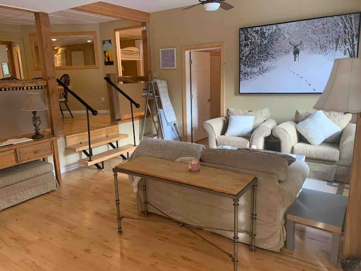 Modern Cabin w Hot Tub & 15 mins from Manning Park