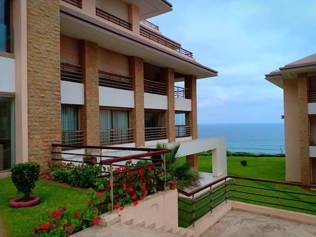 Appartement plage des nations avec piscine