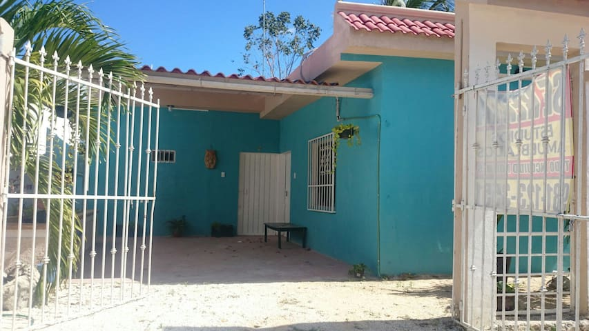 ESTUDIOS AMUEBLADOS