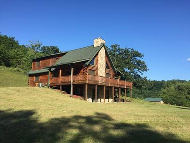 The Driftless Escape! Modern, large cabin/57 acres