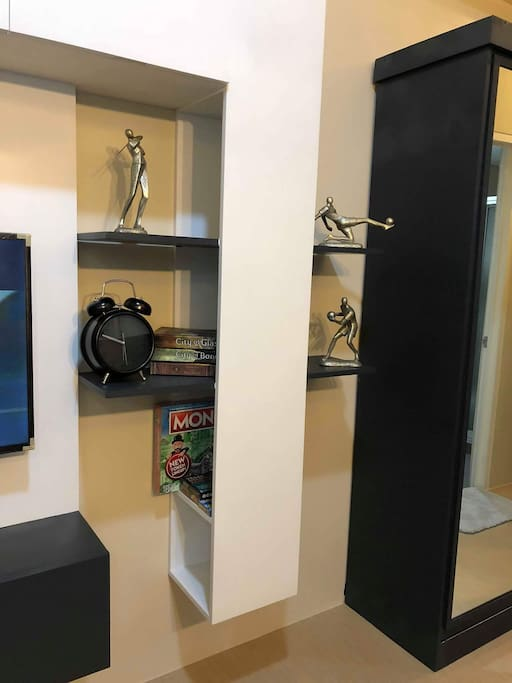 "Entertainment Wall - Indoor Games (Monopoly, Jenga, Poker, Chess & Playing Cards); Books, Alarm Clock; 40"" UHD/4K Smart TV with ABS-CBN TV Plus & Netflix; WiFi"