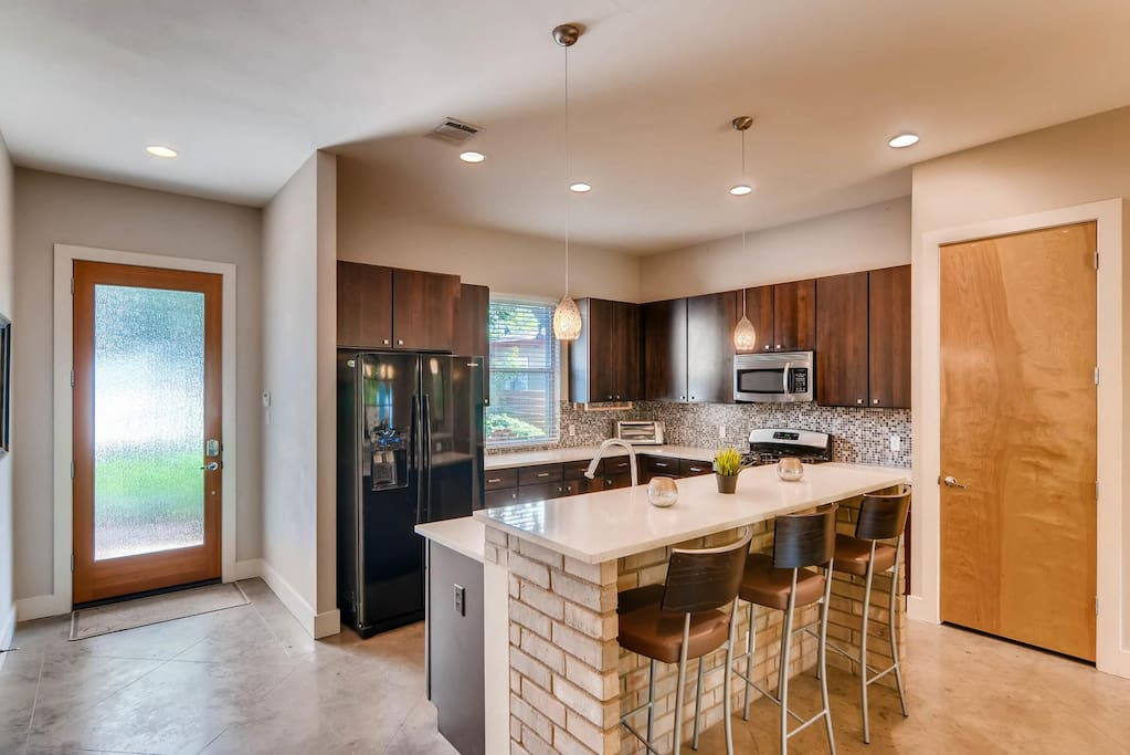 Spacious kitchen with lots of amenities