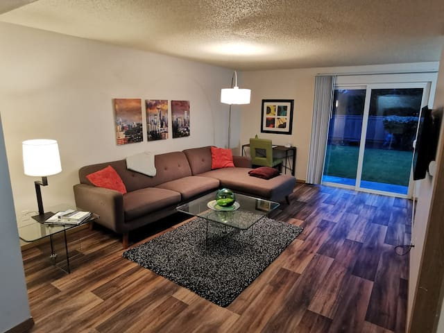 2 Bedroom Apartment Near I-5 and Joint Base
