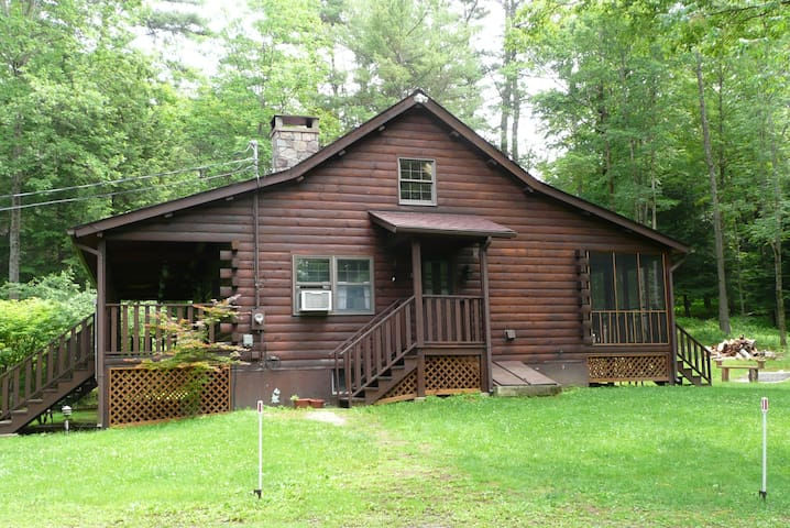 Secluded Log Cabin with Hot Tub - Narrowsburg - Casa