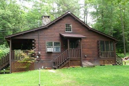 Secluded Log Cabin with Hot Tub - Narrowsburg - Hus