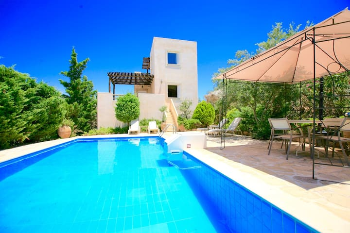 Myrsini Traditional Villa with private pool
