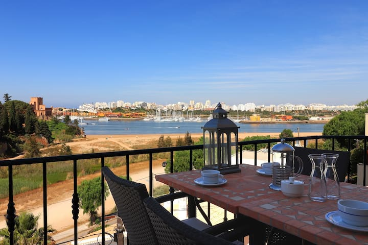 Luxury Townhouse nº10 in Ferragudo, Sea views, Air-con