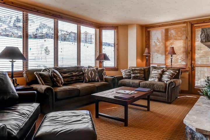Gorgeous slopeside ski-in/out condo w/shared