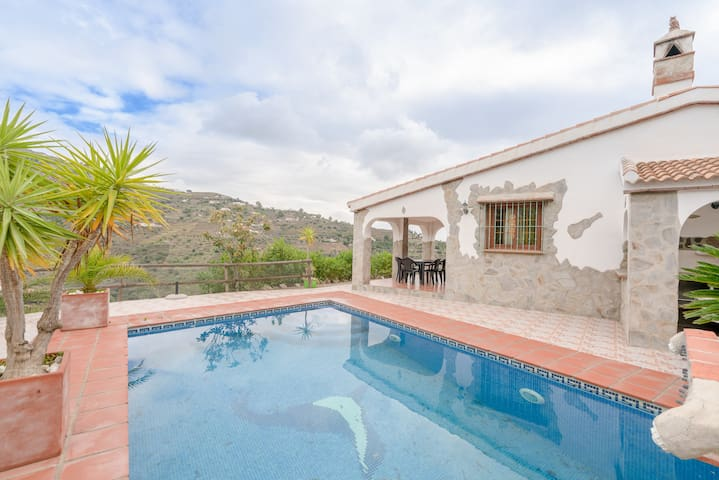 Charming Holiday Home Cortijo el Manzano with Pool, Wi-Fi & Terrace; Parking Available, Pets Allowed