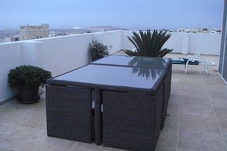 Beautiful penthouse with pool,2 rms x 2 beds each - Naxxar
