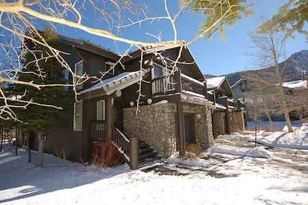 Gorgeous townhouse, access to ski resorts, golf. - Mammoth Lakes