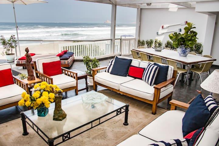 "Luxury House on the Beach ""Playa Pulpos"""