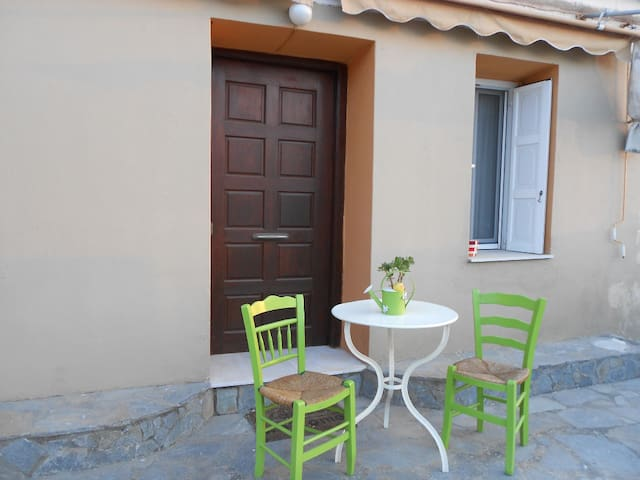 Traditional House in Samos Vathi - City Centrum