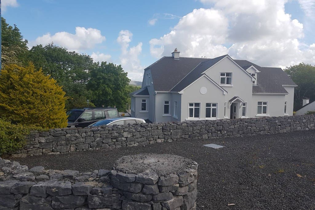 Sliabh Uisce & parking spaces