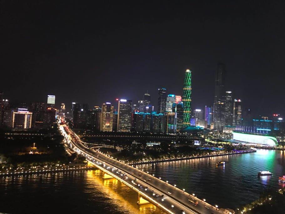 卧室窗外的璀璨广州