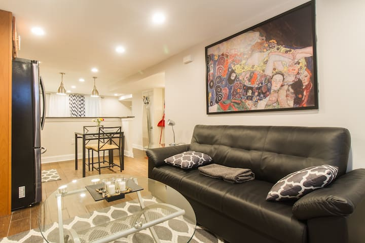 Close to Airport/Downtown/Sport Venues/Navy Yard.