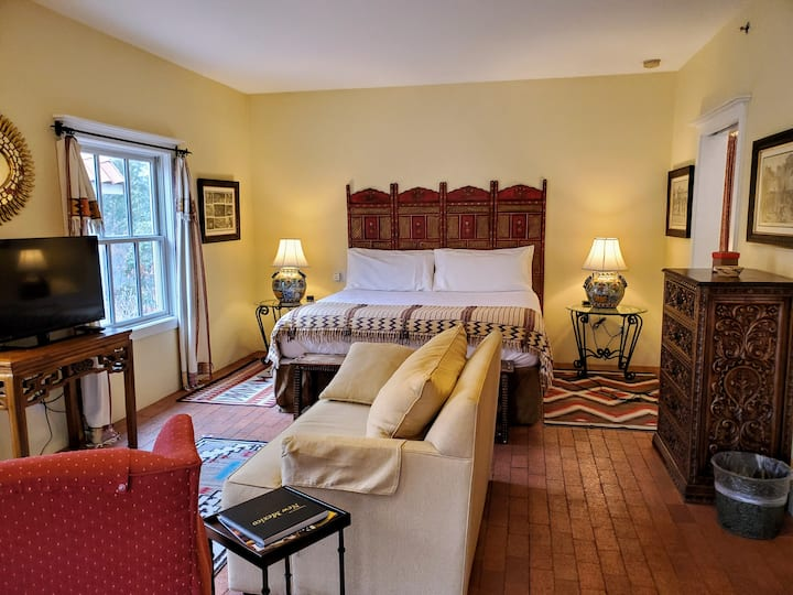 The Crownpoint Suite - The Casa Blanca Inn