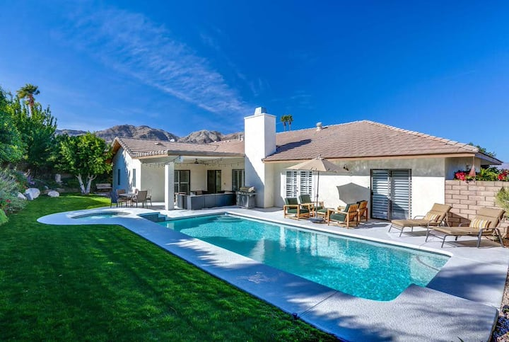Breezy home w/ gorgeous garden, pool, hot tub & mountain views - dogs OK!