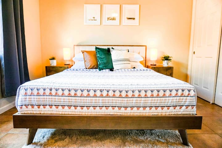 The Comfy Cactus: Boho home in Central Tucson.